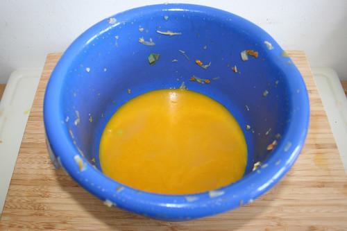 36 - Flüssigkeit weggießen / Drain fluids