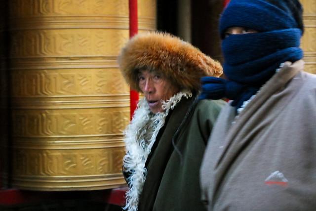 Prayer People, Tagong 公塔 マニ塚の周囲をコルラする人々