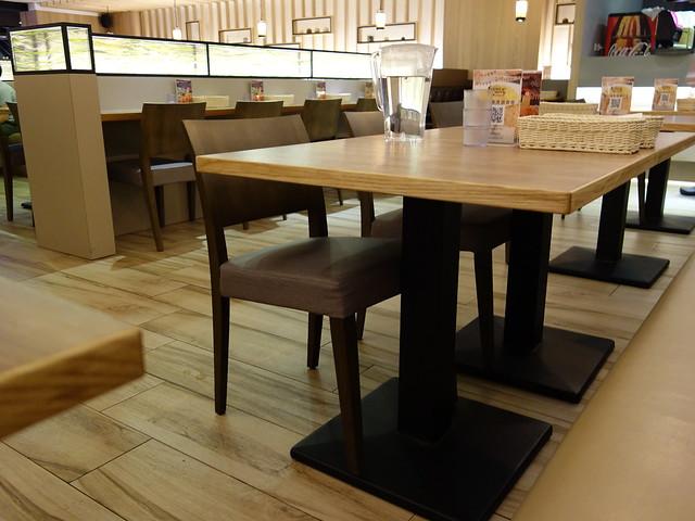 桌距夠寬,用餐環境很舒服@大阪來的Izumi Curry南港CITYLINK店