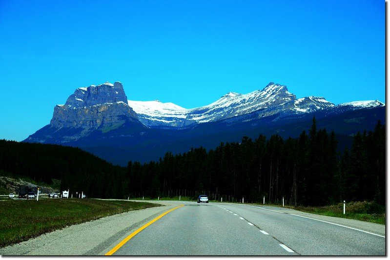 The scenery along  AB-93 N(Icefields Parkway) (2)