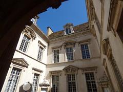 Hôtel de Vogüé - Rue de la Chouette, Dijon - courtyard