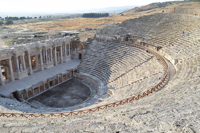 パムッカレの裏にあるヒエラポリスの劇場