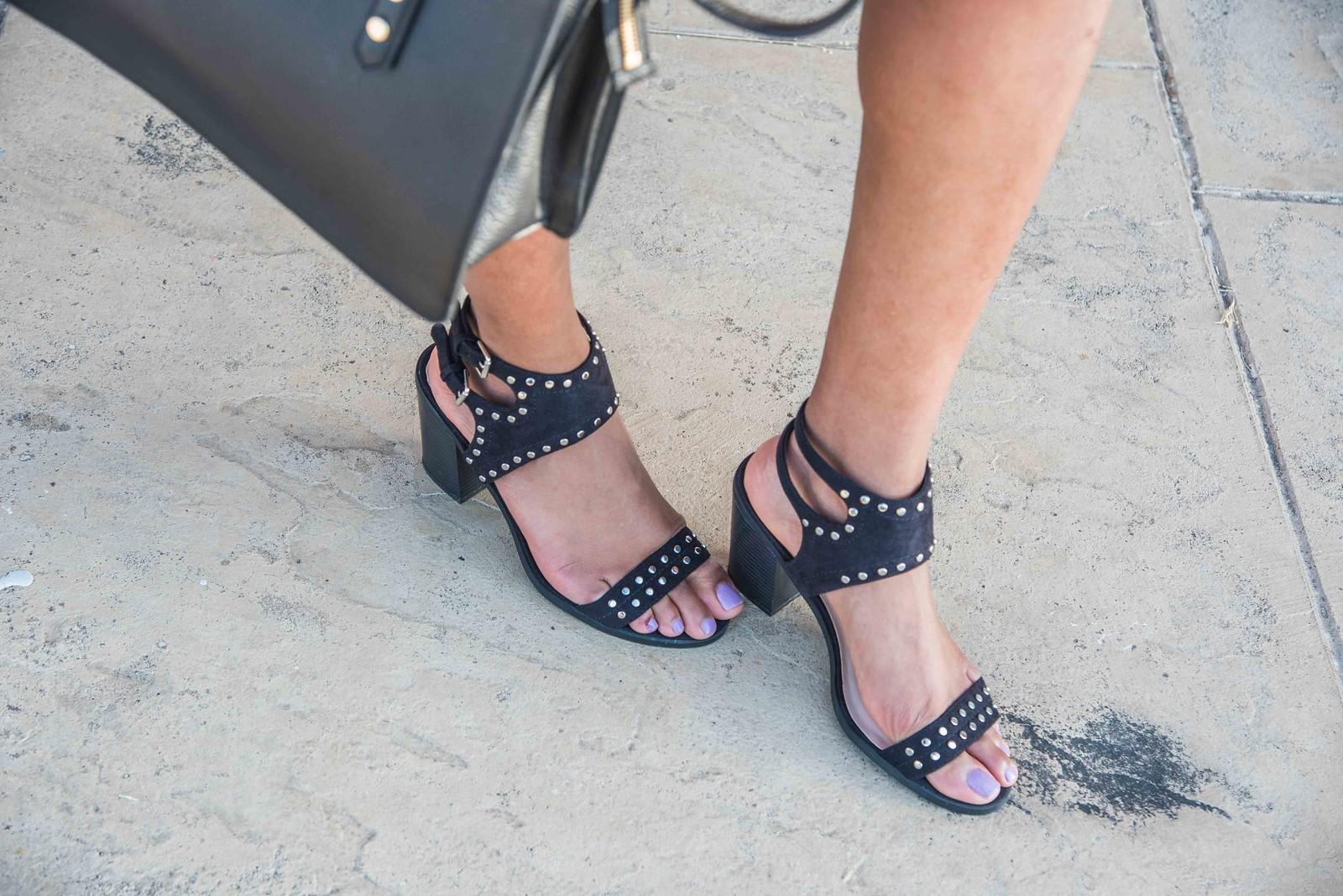 how to style black block heel sandals