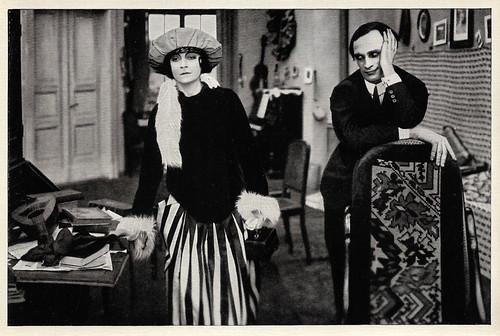 Asta Nielsen and Conrad Veidt in Der Reigen - Ein Werdegang (1920)