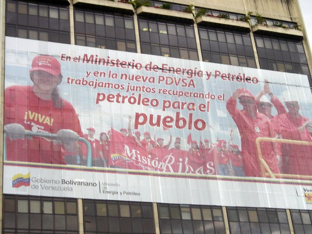 """""""Sem intervenção externa, estou seguro de que a Venezuela saberia encontrar uma solução não violenta e democrática"""", defende Boaventura - Créditos: KPBS Online/ Flickr"""