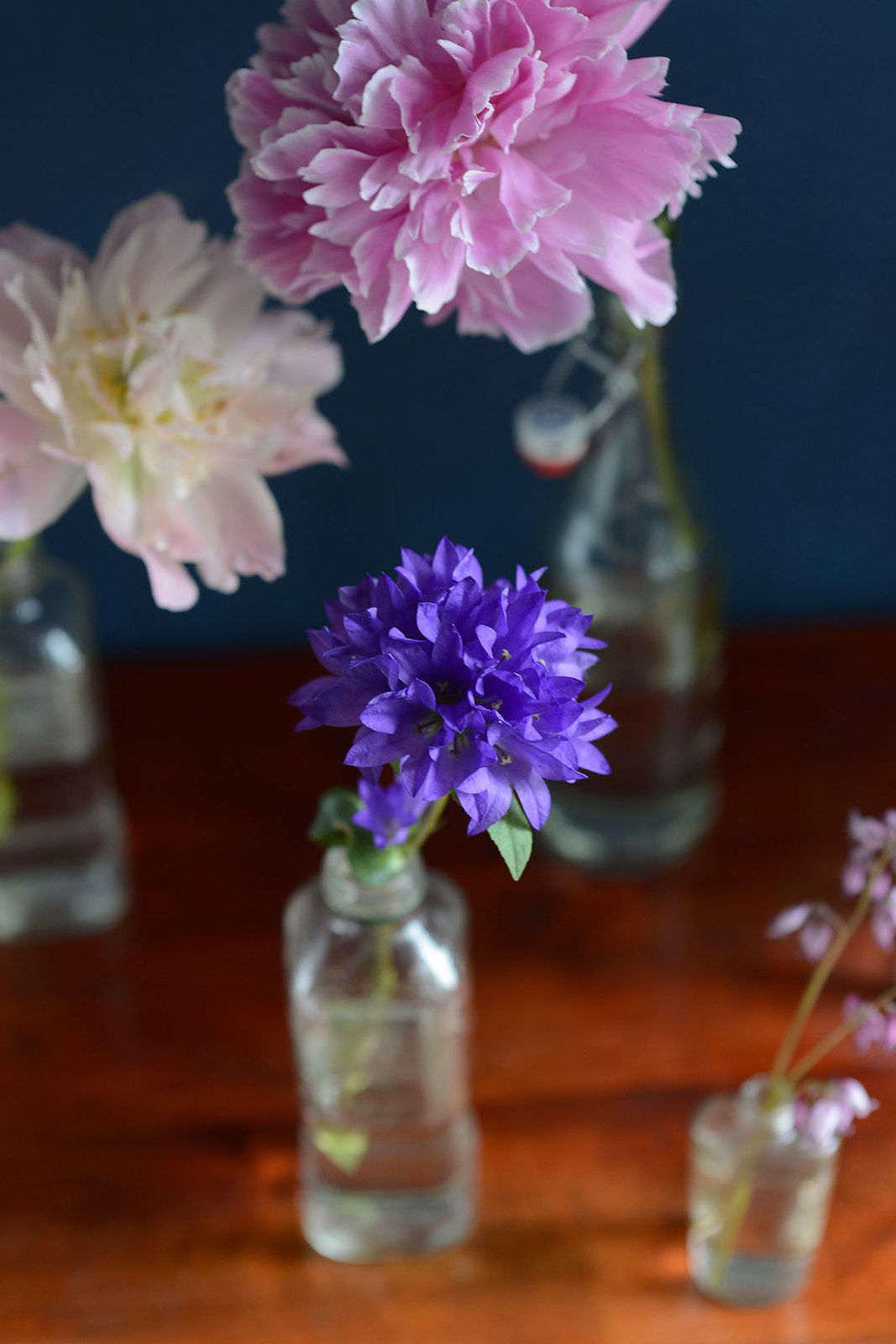Easy and inexpensive flower arrangement