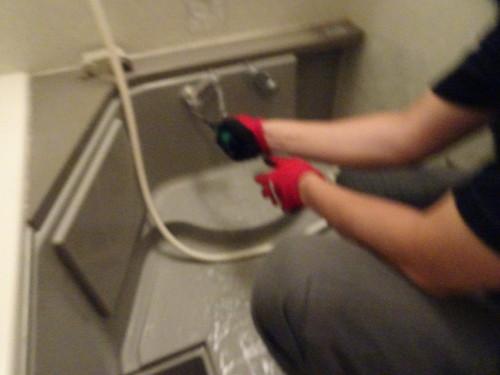 シャワー混合栓を外す