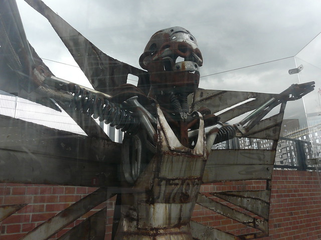 Olympics Sculpture, Platform 11, Panasonic DMC-FZ18