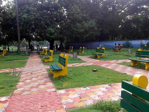 रवींद्र सरोवर झील के किनारे बना पार्क