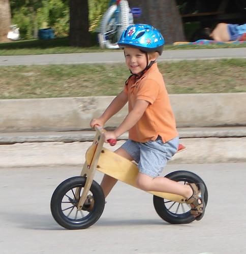 चित्र २: मुलांची बॅलन्स बाईक