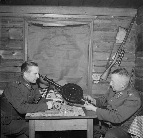 Finnish Lt Col Esikunta and Col Tiainen check out a  captured Soviet DP-27 light MG.