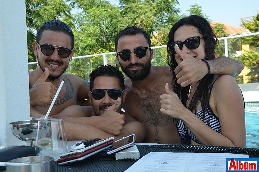 Rıhtım Giyim'in işletme sahibi Cem Gençel ve dostları da Goya Beach'teydi