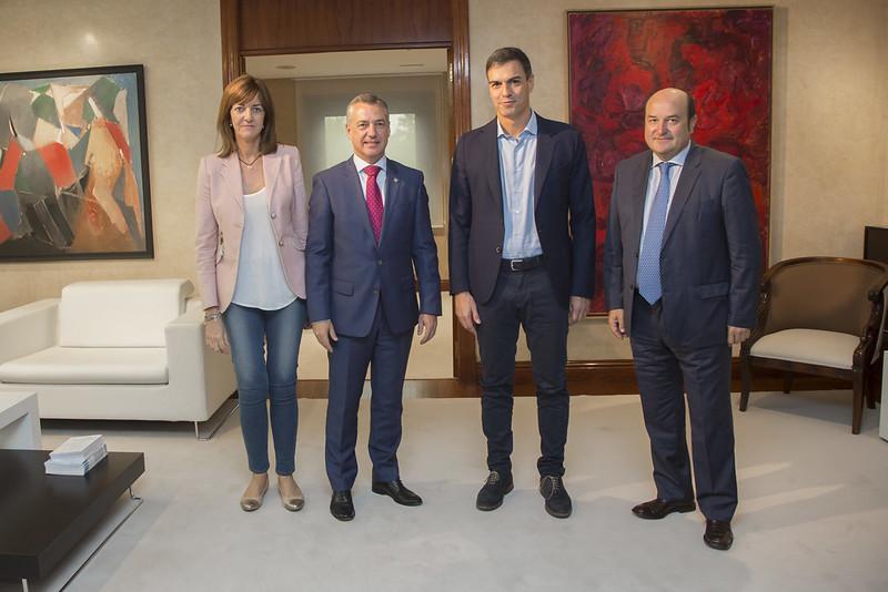 Pedro Sánchez e Idoia Mendia se reúnen con Iñigo Urkullu y Andoni Ortuzar
