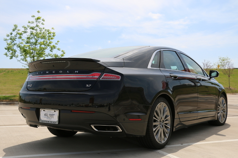 LincolnMKZ-Luxury-Uncovered-car-review-4