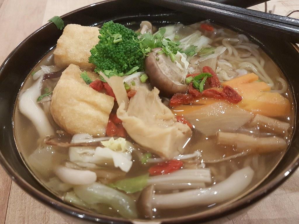 素菇茶+金瓜与紫地瓜面(胡椒口味) Mixed Mushroom w/sweet patato & pumpkin noodle (pepper flavor) $13.90 @ Simple Life at KL Pavilion Elite