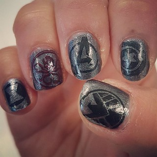 And the other hand is Marvel! With thanks to @heheplate Superheroes 001, 005, & 012  #aiyoohehe #makeminemarvel #agentsofshield #nailstamping #nails #nailart