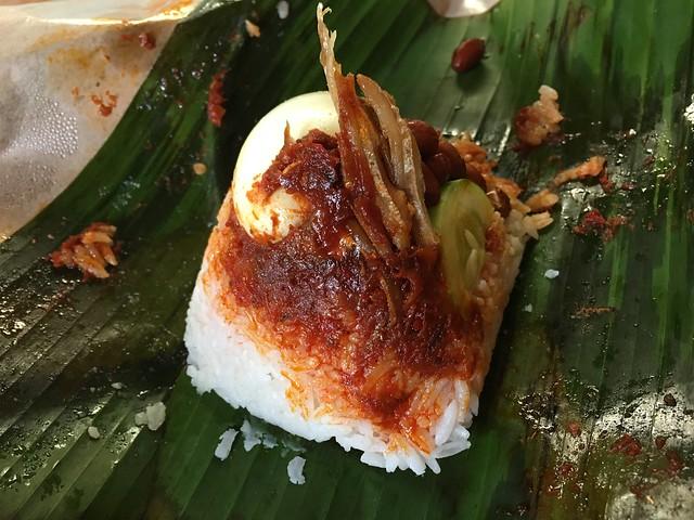 辛いいりこみたいなのがお米によく合ううえに、ゆで卵とか豆とかいろいろ入って栄養価高そう。