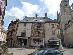 Place Note Dame, Semur-en-Auxois