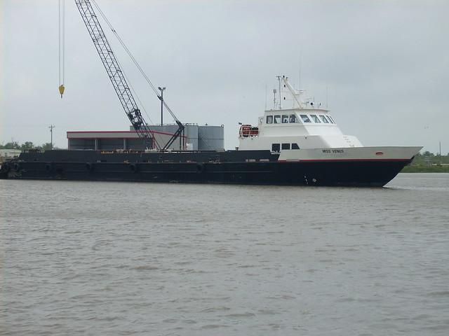 cameron 5-5 033 crewboat, Nikon COOLPIX L10
