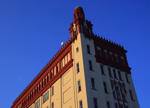 sunset goldenlight red tower florida unitedstates tall saintaugustineflorida northernflorida usa towersofstaugustine henryflagler architecture colorful beautiful intricate inspiring spanishinfluenced building roofline skyline trees cityscape wellsfargobldg city downtown redcap sunsetlight shadow elegant bluesky redroof builtin1928 tallestbuildinginthecity summer17 sunshade