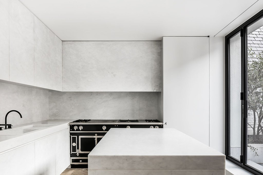 Monochrome home design in Antwerp by Brussels-based architect Nicolas Schuybroek Sundeno_07