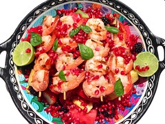 "LIFE IS GOOD ! – SUNDAY LUNCH BY THE POOL – ""GRILLED SHRIMP BROCHETTES ON HONEY/RUM-MACERATED FRUITS"""