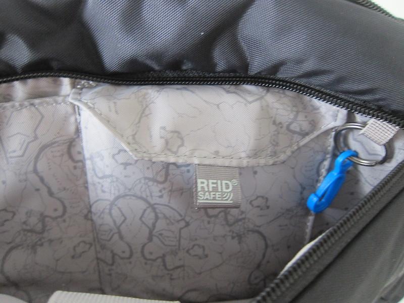 Pacsafe Venturesafe 325 GII - Front Compartment - RFIDsafe Pocket