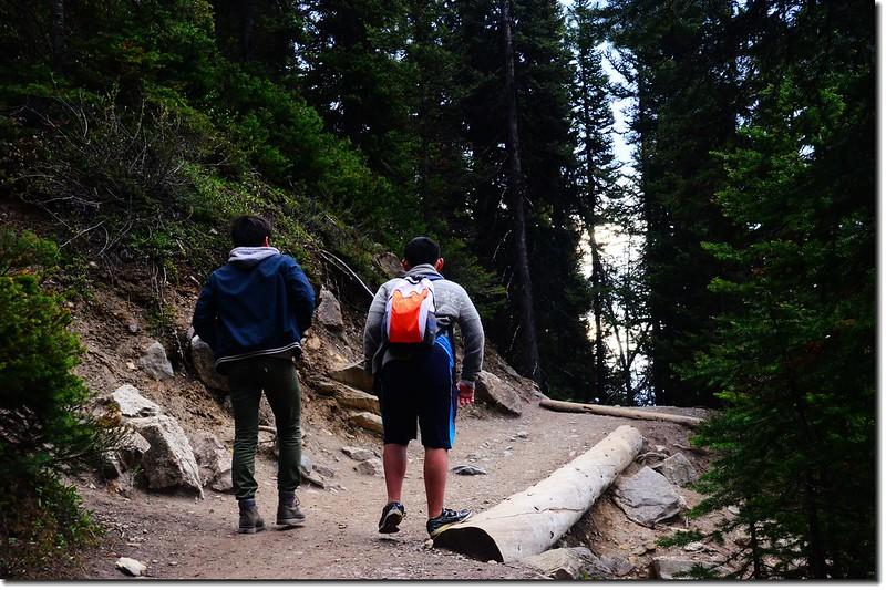 Matthew & Jacob make thier way up to Lake Agnes & Teahouse