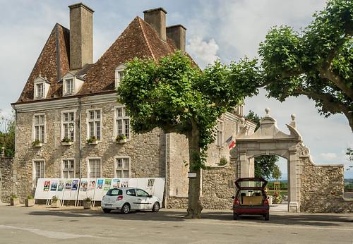 L'Hôtel de Ville Side