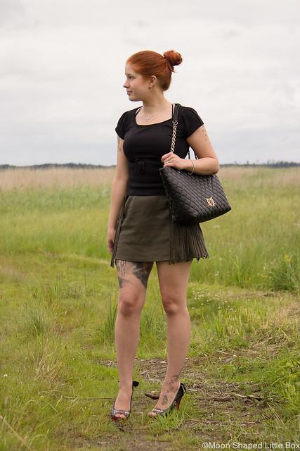 OOTD Outfit Leatherskirt Nahkahame hapsuhame Hapsut Tyyliblogi Muoti pukeutuminen päivän asu bloggaaja Ompelimo Rokita Iron Fist Wolfbeater Love Moschino Bag