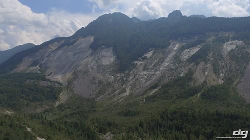 L'enorme pezzo staccatosi dal Monte TOC precipitato nell'invaso.