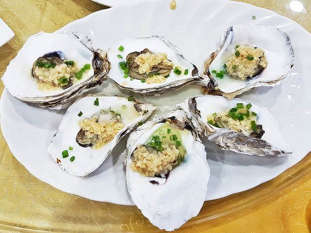 Fresh Half-Shell Oysters Steamed With Garlic
