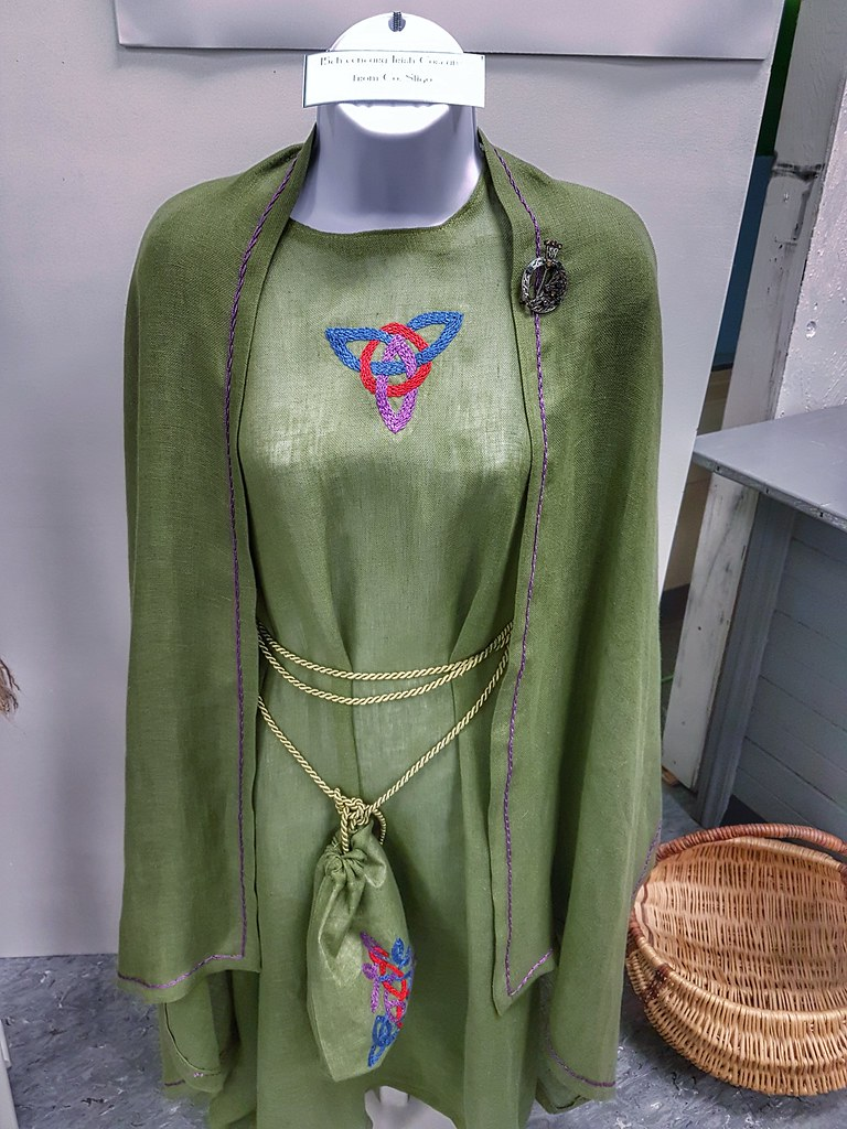 Irish pavilion Folklorama historical dress