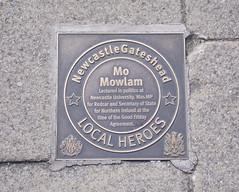 Photo of Mo Mowlam bronze plaque