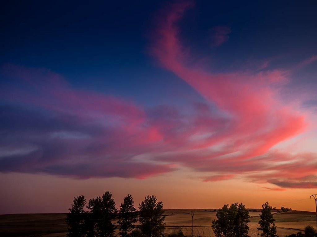 Atardeceres de verano. #moratinos #summer2017 #summersunset #olympusomd10markii #olympusomd #sky #clouds #sunset