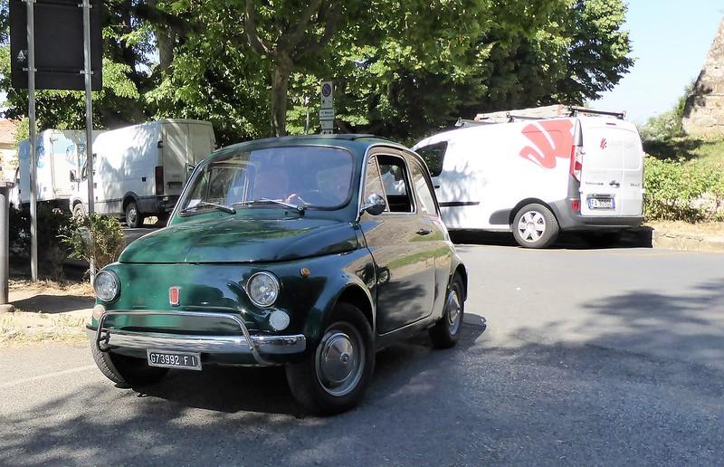 Fiat 500 noch mit orginal kleinem Nummerschild.