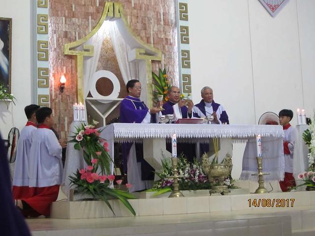 Đức Cha Giuse Võ Đức Minh, Giám mục Giáo phận Nha Trang  đã chủ tế thánh lễ an táng cho ông cố Giuse Nguyễn Văn Tính Thân phụ Sr Maria Thiên Phúc tại Giáo xứ Chính Tâm, Giáo hạt Đức Tánh, Giáo phận Phan Thiết