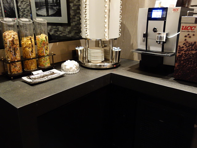 各種玉米脆片與咖啡@高雄喜達絲飯店