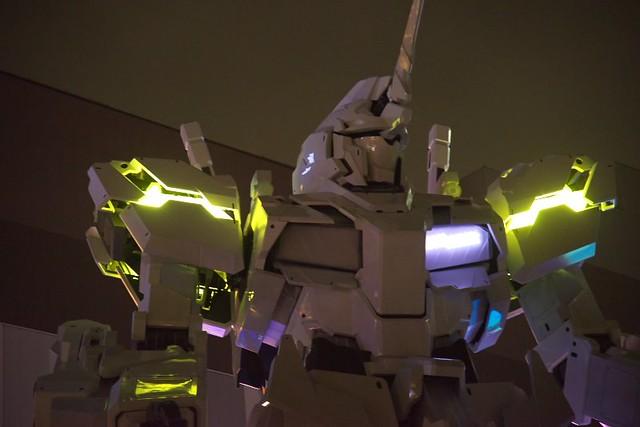 Gundam Unicorn Life Size: lighting test