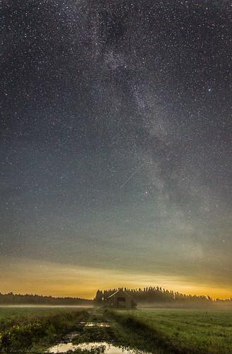 misty mist fog milky way stars field barn country maaseutu night long exposure autumn lasikangas ylipää raahe finland landscape september tokina 1116mm f28