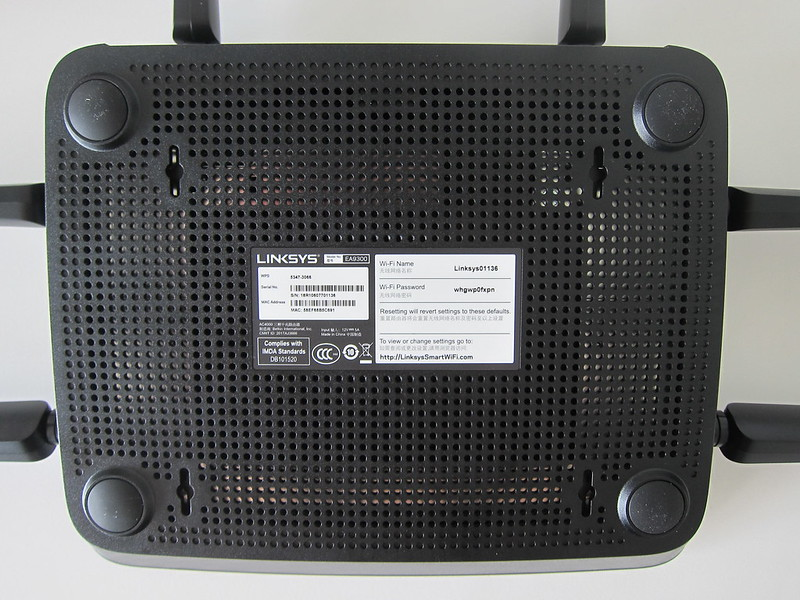Linksys EA9300 - Bottom