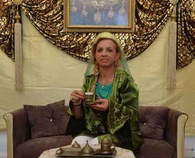Guvernul Fudose nu se dezminte: fiica unui bulibasa peste un clan de interlopi a ajuns consilier al premierului