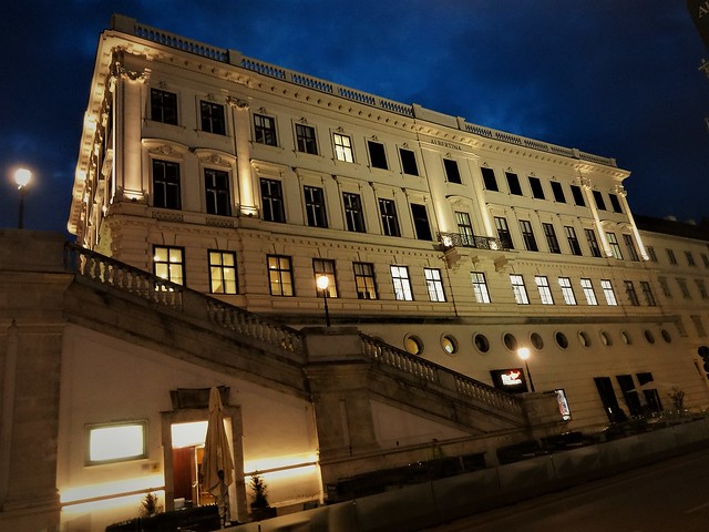 Wien, 1. Bezirk (the art of very renowned palace and museum buildings in the core of downtown Vienna), Palais Erzherzog-Albrecht (Albertina), Albertinaplatz/Hanuschgasse