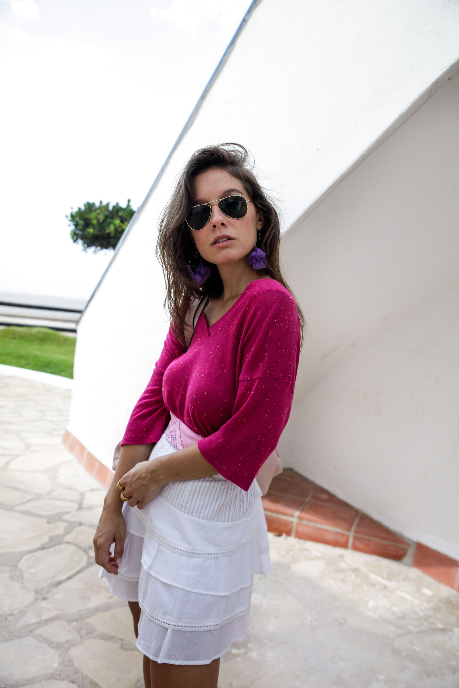010_Camiseta_rosa_rüga_falda_blanca_look_verano_theguestgirl_laura_influencer_barcelona_españa_spain_ootd_inspo