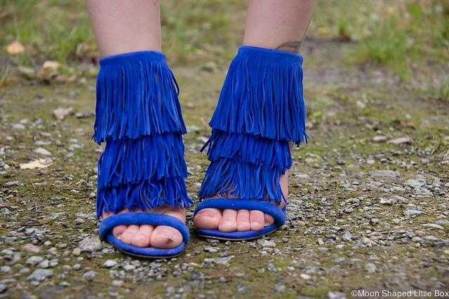 OOTD Steve Madden Fringly Sandals hapsukengät sähkönsininen takki kengät korkokengät tyylibloggaaja