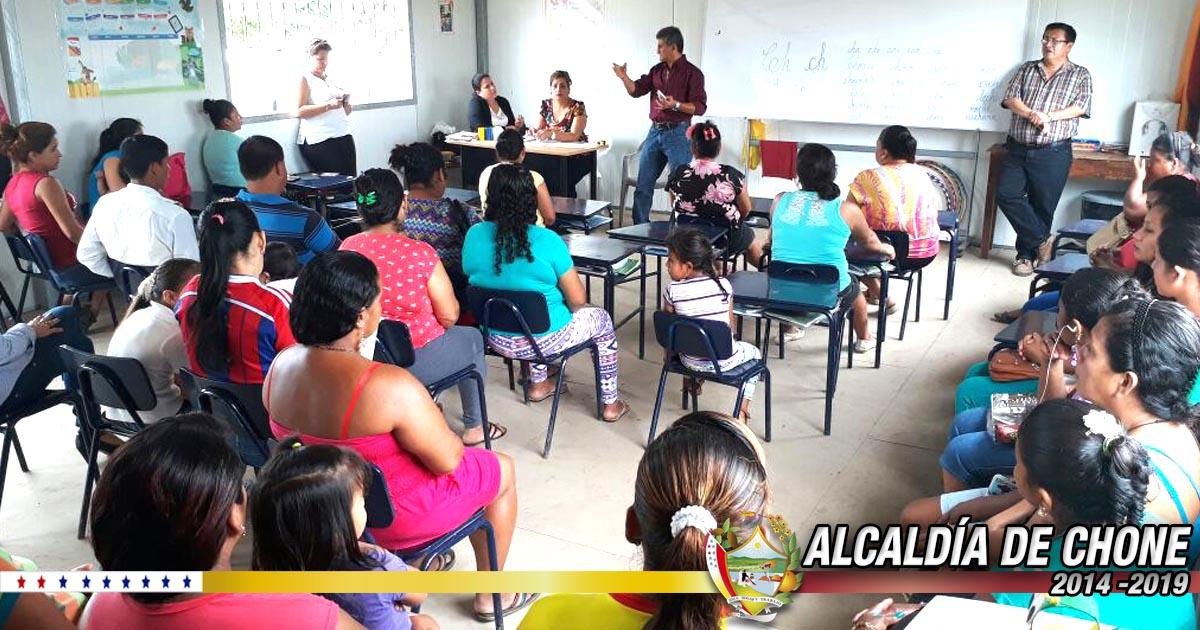 Reunión de trabajo en escuela del sitio El Cerro, San Antonio