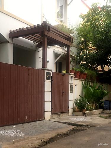 A simple gateway decor