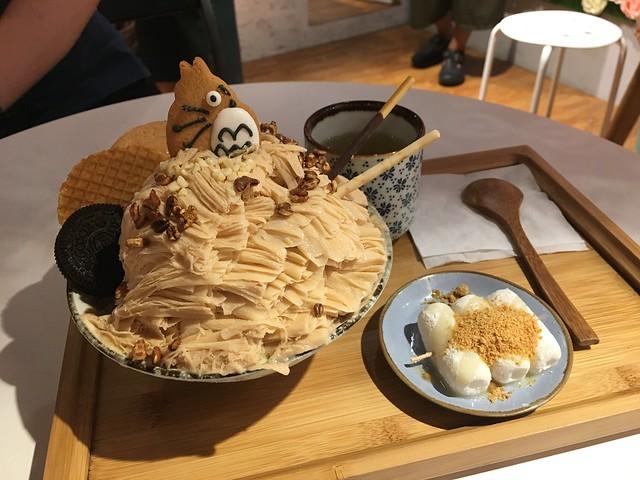 乾燥花冰店的龍貓餅乾奶茶雪花冰