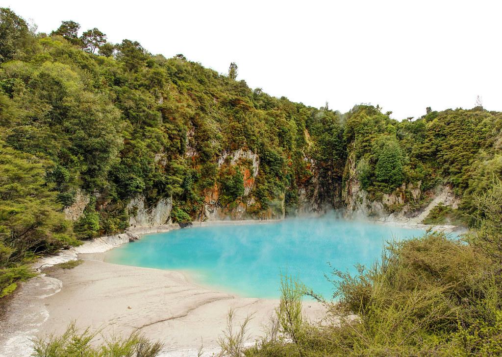Inferno Lake, Waimangu Volcanic Vally, New Zealand