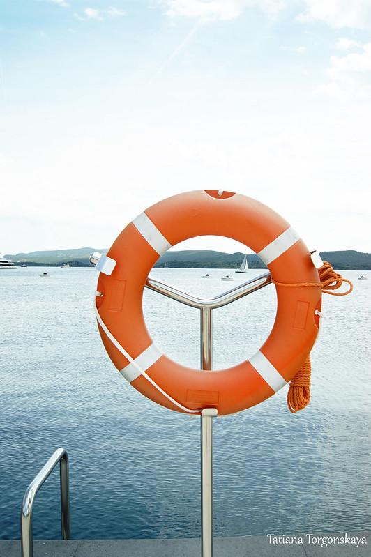 Спасательный круг на пристани